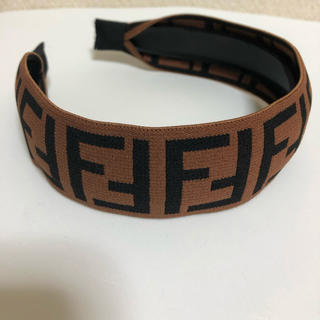フェンディ(FENDI)の【FENDI カチューシャ /ブラウン】(カチューシャ)