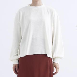 メルロー(merlot)の『新品』merlot ボリューム袖サーマルカットソー アイボリー(Tシャツ(長袖/七分))