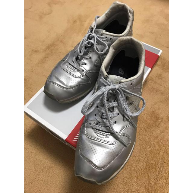 New Balance(ニューバランス)のNew Balance ニュースバランス 996 スニーカー シルバー  レディースの靴/シューズ(スニーカー)の商品写真