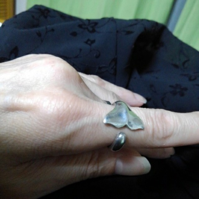 シルバーリング くじらの尾びれ レディースのアクセサリー(リング(指輪))の商品写真