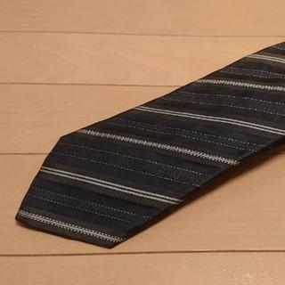 フェンディ(FENDI)の美品フェンディ正規品ブラック×カーキ×ホワイト色系レジメンタルストライプネクタイ(ネクタイ)