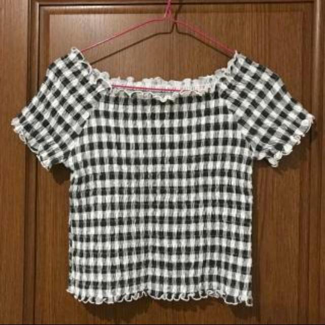 GU(ジーユー)のギンガムチェック、オフショルダー レディースのトップス(シャツ/ブラウス(半袖/袖なし))の商品写真
