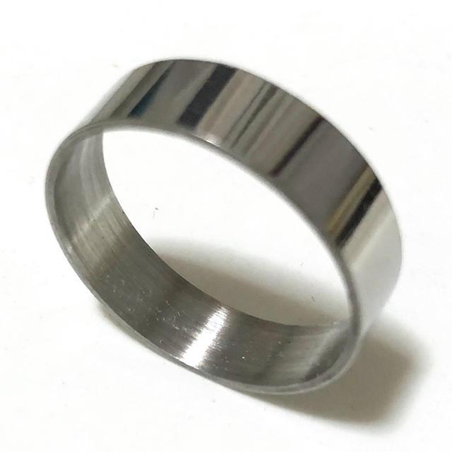 同時購入で300円 ステンレス指輪 ストレート シルバー レディースのアクセサリー(リング(指輪))の商品写真