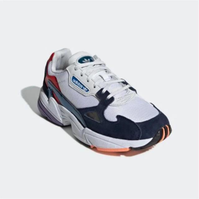 adidas(アディダス)のadidas アディダス ファルコン スニーカー レディースの靴/シューズ(スニーカー)の商品写真