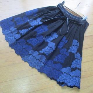 ミナペルホネン(mina perhonen)のmina perhonen◆GRAPES刺繍リボンスカート 黒◆ミナペルホネン(ひざ丈スカート)