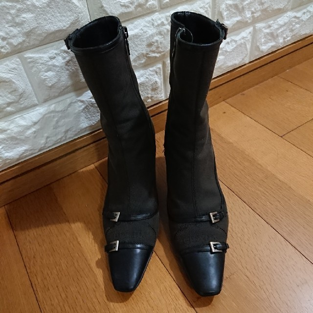 PRADA(プラダ)のプラダ焦げ茶色ブーツ レディースの靴/シューズ(ブーツ)の商品写真