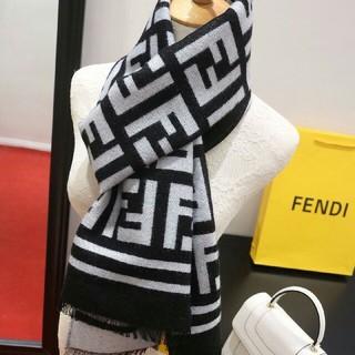 フェンディ(FENDI)のフェンディ  大人気 レディースファッション マフラー (マフラー/ショール)