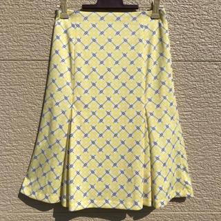 ニジュウサンク(23区)の美品 23区 スカート 白 黄色 イエロー 30(ひざ丈スカート)