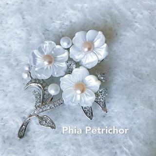 春色ブローチ スカーフ留め パール 母の日  真珠母貝 卒業式 BR187182(ヘアアクセサリー)