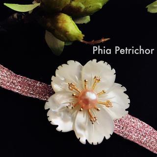 真珠母貝 帯留め  おびどめ 特上の白蝶貝 希少な 留袖 パール TWO01v(ヘアアクセサリー)