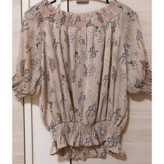 メルロー(merlot)のピンクのかわいい花柄トップス(シャツ/ブラウス(半袖/袖なし))