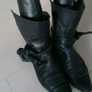 アンビリカル(UNBILICAL)のアンビリカル黒本革ショートブーツ(ブーツ)
