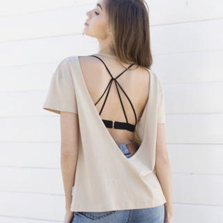 アリシアスタン(ALEXIA STAM)のAREXIA STAM オープンバックTシャツ(Tシャツ(半袖/袖なし))
