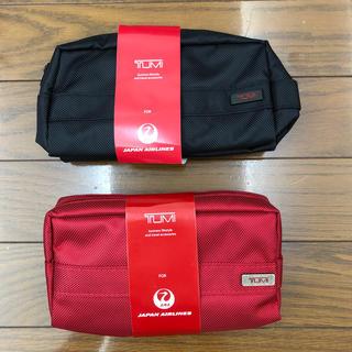 トゥミ(TUMI)のTUM  JALトラベルケース赤、黒(旅行用品)