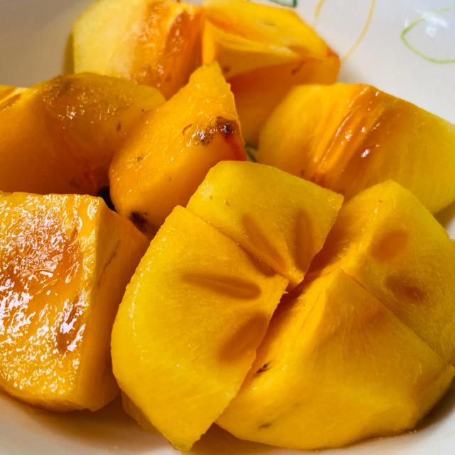 無農薬栽培の種無し柿 家庭用 5kg おまけあり 食品/飲料/酒の食品(フルーツ)の商品写真