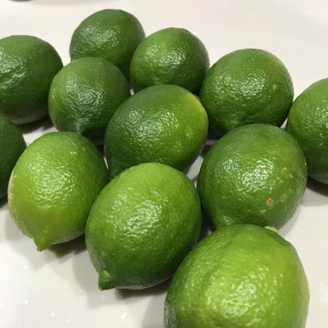 愛媛県産 グリーンレモン 12玉(約1kg) 食品/飲料/酒の食品(フルーツ)の商品写真