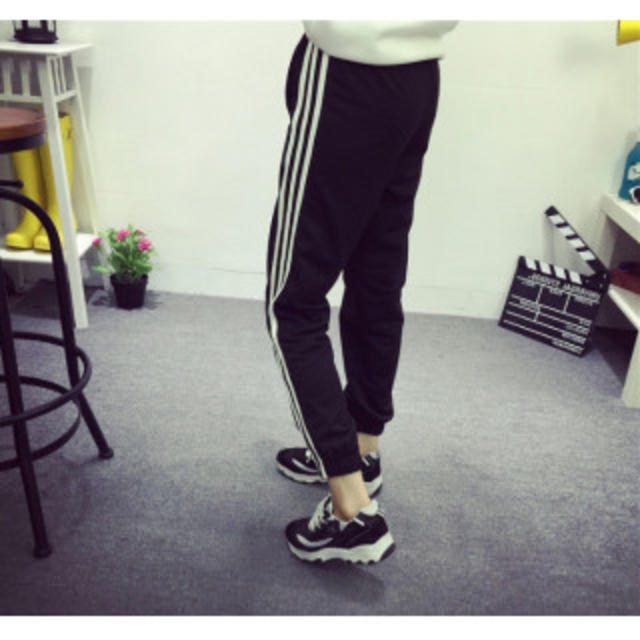 【期間限定】サイドラインパンツ ジョガーパンツ レディース 3本ライン L 黒 レディースのパンツ(カジュアルパンツ)の商品写真