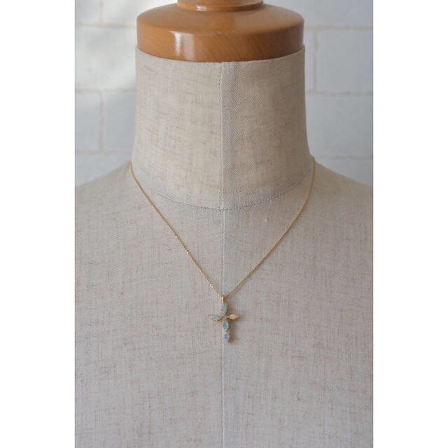 agete(アガット)のCloche クロチェ オパール クロス ネックレス レディースのアクセサリー(ネックレス)の商品写真