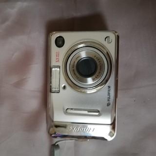 FUJIFILM のFinePix A500と書いてあるカメラです。(コンパクトデジタルカメラ)