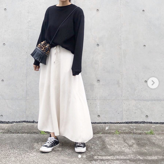 GU(ジーユー)のGU ワッフルフレアロングスカート 即完売 サイズS 新品未使用 ナチュラル レディースのスカート(ロングスカート)の商品写真