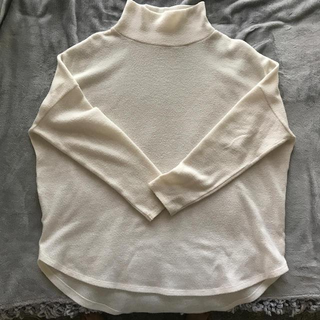 GU(ジーユー)のセーター レディースのトップス(ニット/セーター)の商品写真