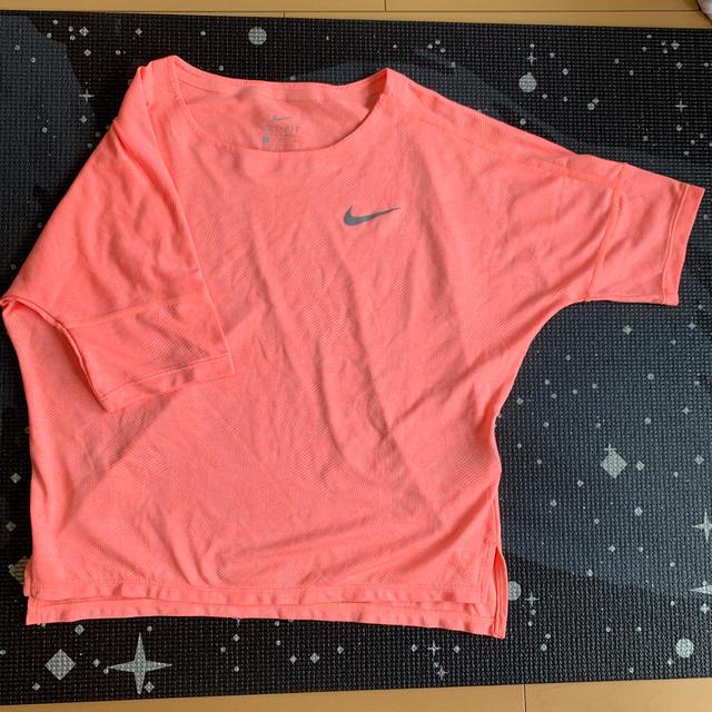 NIKE(ナイキ)のNIKE💫ドルマンTシャツ レディースのトップス(Tシャツ(半袖/袖なし))の商品写真