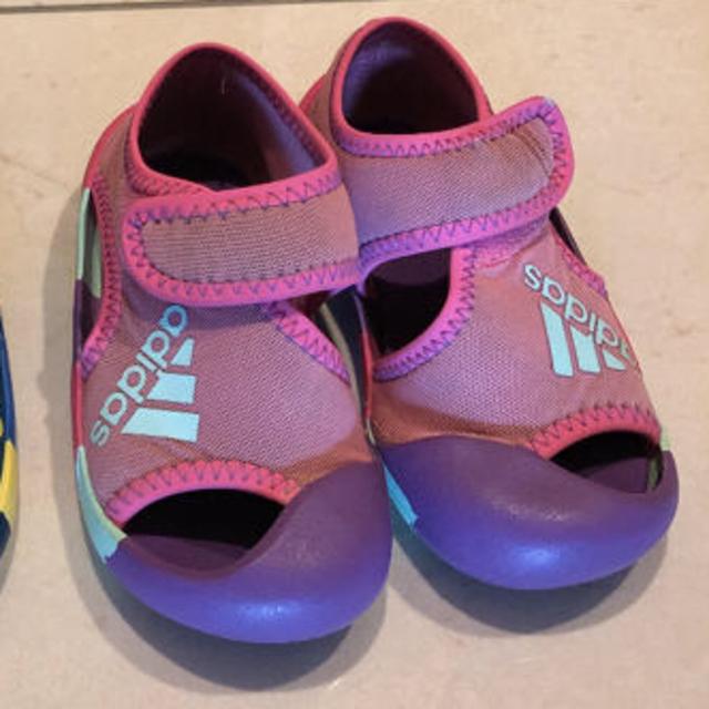 adidas(アディダス)のadidas サンダル ピンク単品 キッズ/ベビー/マタニティのベビー靴/シューズ(~14cm)(サンダル)の商品写真