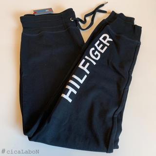トミーヒルフィガー(TOMMY HILFIGER)の【新品】トミー ロゴ ジョガー スウェットパンツ 黒 S(カジュアルパンツ)