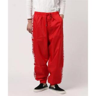 カルバンクライン(Calvin Klein)のCalvin Klein Jeans ナイロントラックパンツ 赤(ワークパンツ/カーゴパンツ)
