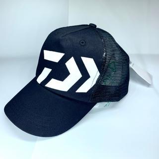 ダイワ(DAIWA)の新品 ダイワ メッシュキャップ ブラック×ホワイト DAIWA 釣り 帽子 ①(ウエア)