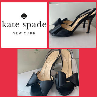 ケイトスペードニューヨーク(kate spade new york)のケイトスペード  ブラックレザー  リボンパンプス(サンダル)