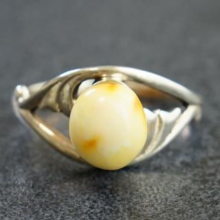 西洋アンティーク 銀製 天然琥珀 リング ミルキーアンバー 指輪(リング(指輪))