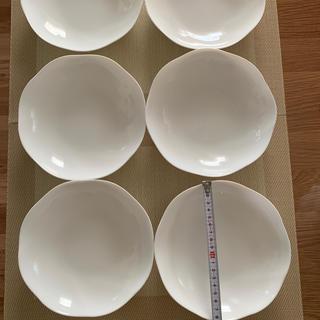 ヤマザキセイパン(山崎製パン)のヤマザキパン 白いお皿 直径約 19㎝ 6枚セット未使用です(食器)