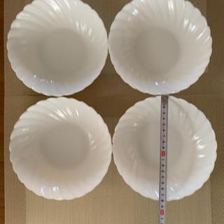 ヤマザキセイパン(山崎製パン)のヤマザキパン 白いお皿 直経約 18㎝ 4枚セット未使用です(食器)