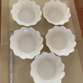 ヤマザキセイパン(山崎製パン)のヤマザキ 白いお皿 16㎝ 5枚セット3回使用しました(食器)