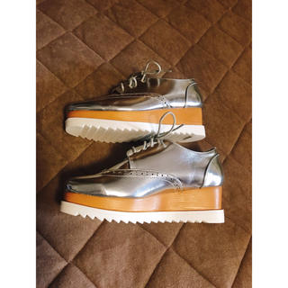 ザラ(ZARA)の新品未使用 厚底シューズ シルバー(ローファー/革靴)