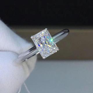 【1カラット】輝くエメラルド モアサナイト ダイヤモンド リング(リング(指輪))