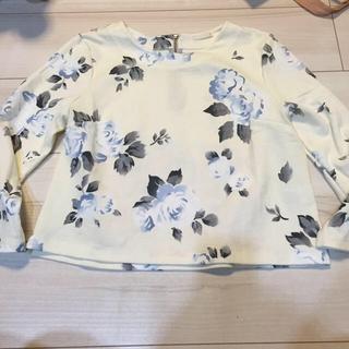 ジーユー(GU)の花柄トップスのみ(Tシャツ(長袖/七分))