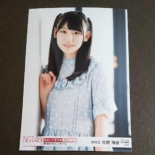 エヌジーティーフォーティーエイト(NGT48)の佐藤海里 ロケ生写真 2019.8(アイドルグッズ)