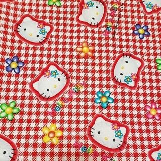 サンリオ(サンリオ)のHello kittyプリント生地(赤チェック)(生地/糸)