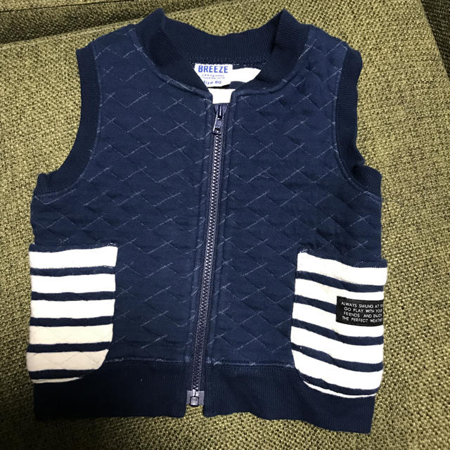 BREEZE(ブリーズ)のbreeze ベスト ネイビー キッズ/ベビー/マタニティのベビー服(~85cm)(ジャケット/コート)の商品写真