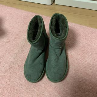 アグ(UGG)のUGGムートンブーツモスグリーン新品(ブーツ)