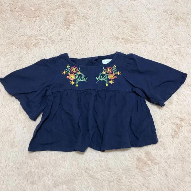 しまむら(シマムラ)のしまむら トップス 刺繍 90 キッズ/ベビー/マタニティのキッズ服 女の子用(90cm~)(ブラウス)の商品写真