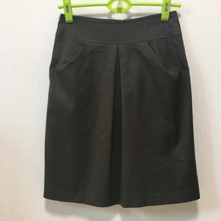 ニジュウサンク(23区)の23区  素敵なタックデザインスカート  日本製(ひざ丈スカート)