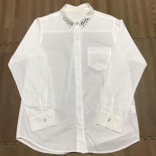 ジーナシス(JEANASIS)のJEANASIS 白シャツ(ビジュー付き)(シャツ/ブラウス(長袖/七分))