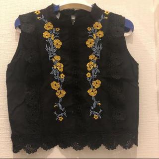 ディーホリック(dholic)の韓国♡フラワー刺繍ノースリTOPS(カットソー(半袖/袖なし))