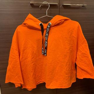 エイチアンドエム(H&M)のオレンジ色パーカー(パーカー)
