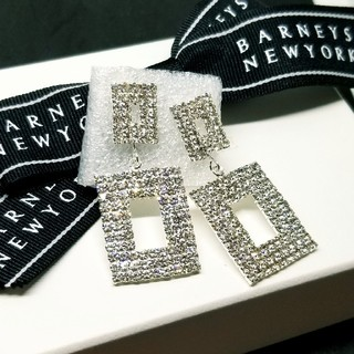 BARNEYS NEW YORK - バーニーズニューヨーク【新品】スワロフスキー シルバーピアス 揺れるタイプ!