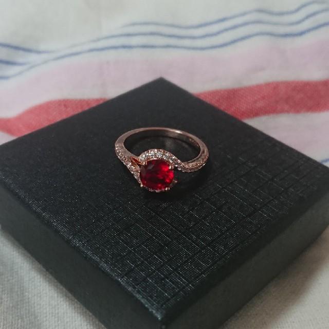 目を引く赤の輝き!!レッドダイヤモンドリング【2ct】 レディースのアクセサリー(リング(指輪))の商品写真