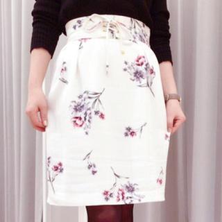ノエラ(Noela)の【新品】Noela  花柄スカート(ひざ丈スカート)